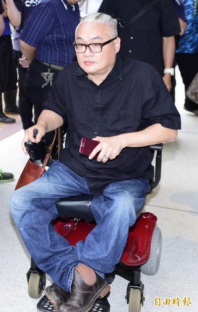 廣告導演范可欽搭公車翻覆重傷 急診室救治中