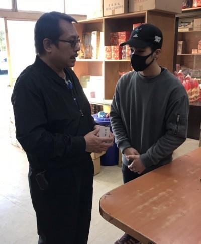 孝子撞法拉利戴口罩謝捐款 他開第一槍斥「真面目示人」