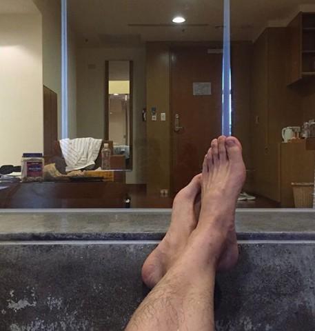 娛樂頻道-2016年07月11日-男星飯店裸身泡澡 險被看光光