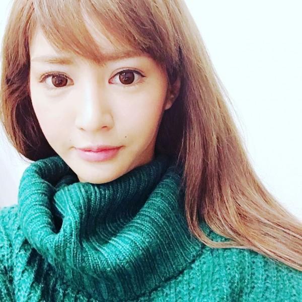 麻生希最新作品有別以往清純系列。(圖擷取自Instagram)