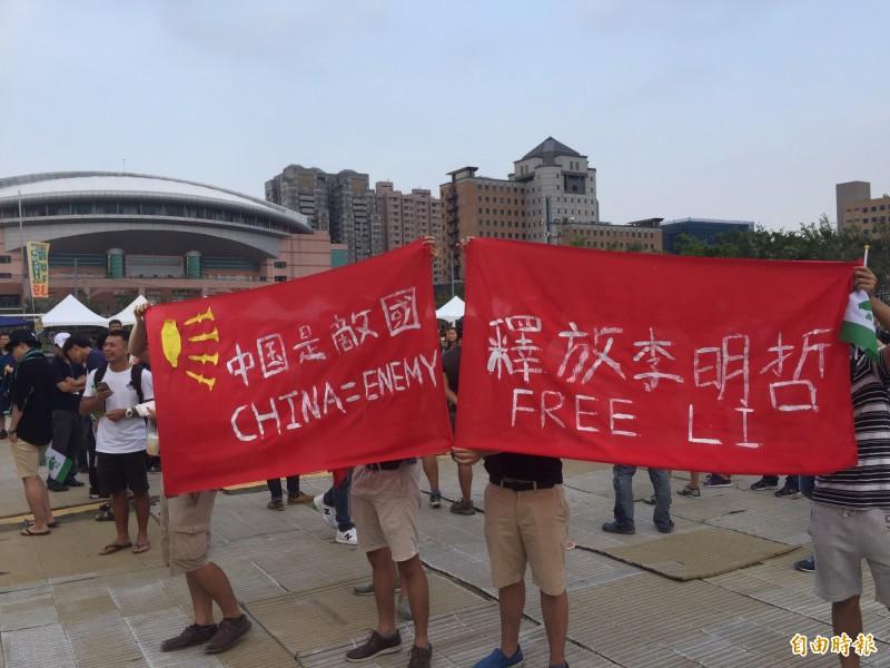 台大學生嗆中國新歌聲 衝上舞台拒絕統戰