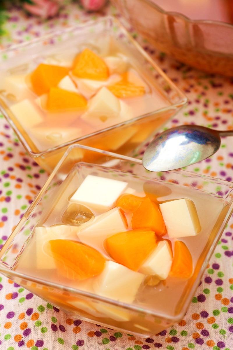 水蜜桃杏仁甜湯