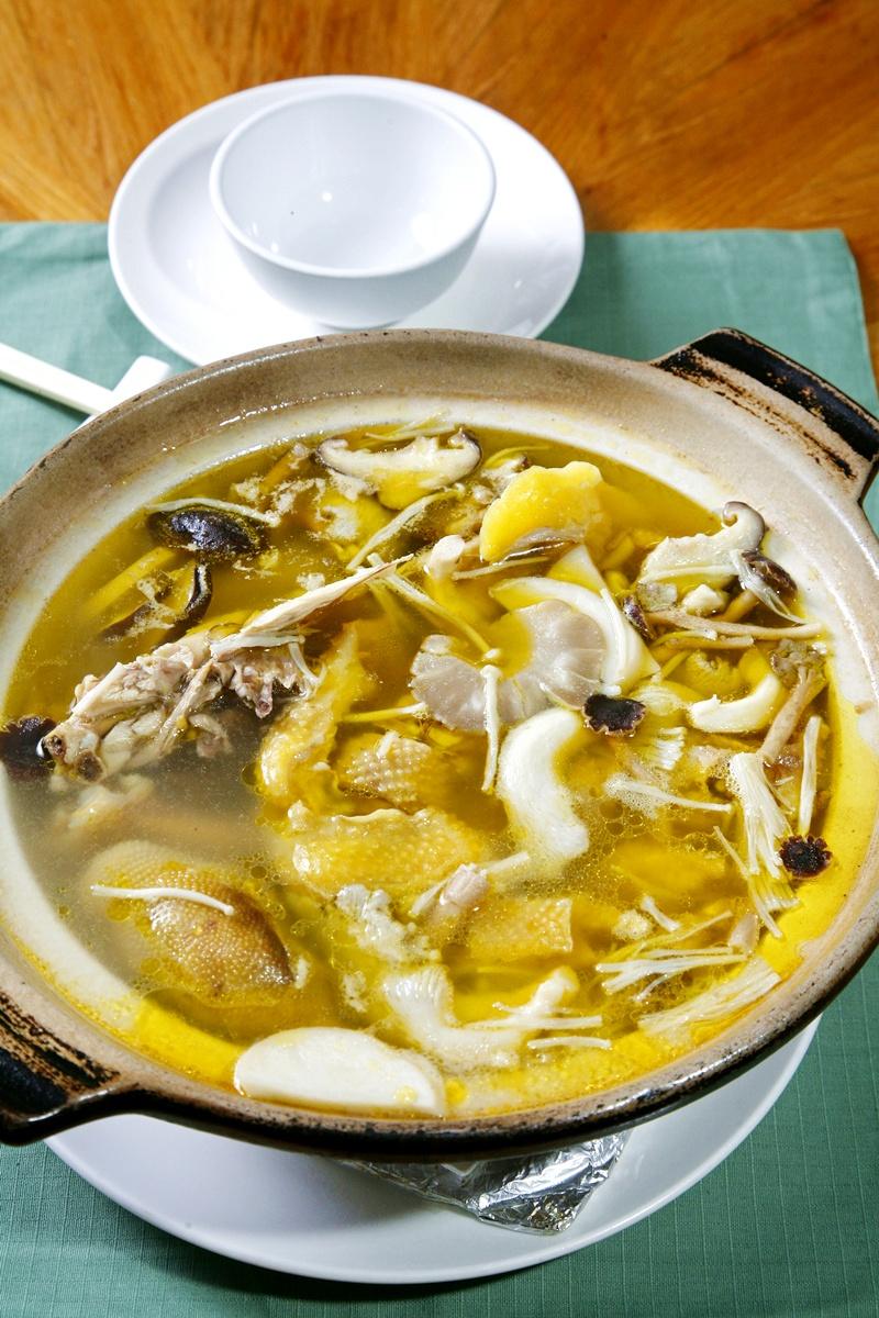 五菇閹雞湯