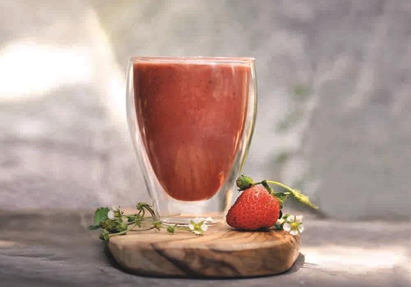 草莓洋甘菊果昔