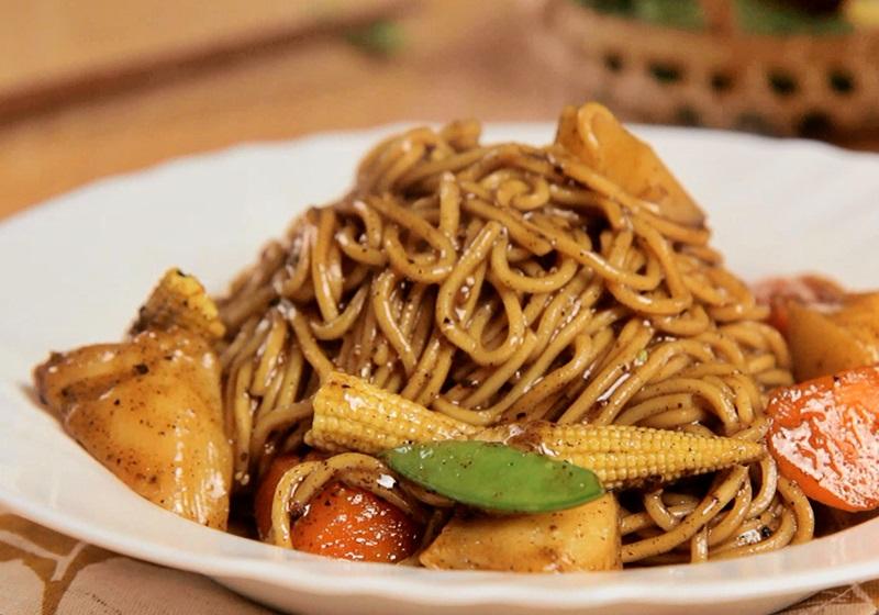 奶油黑胡椒蔬食燴麵 (影片)
