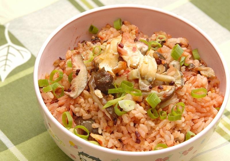 鮭魚菇菇紅麴炊飯
