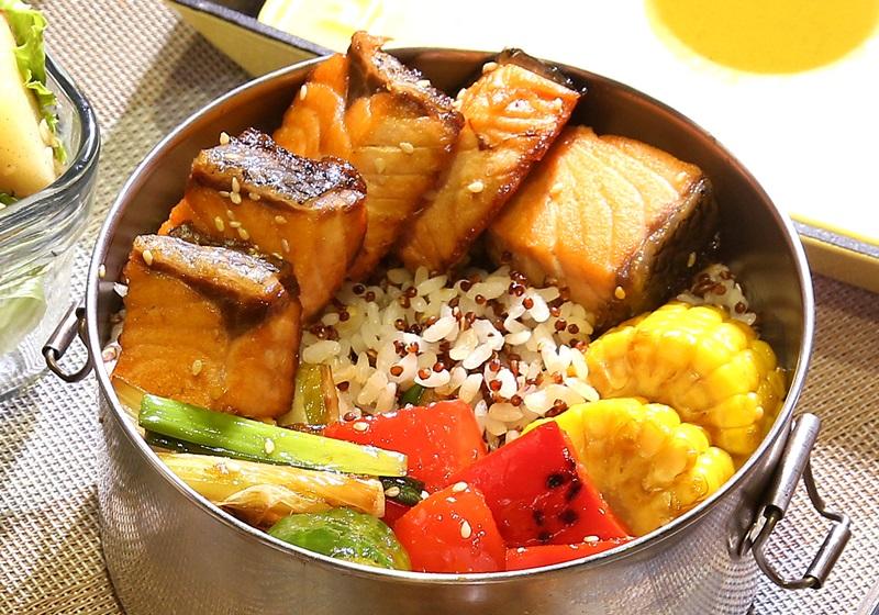 薑汁鮭魚藜麥飯