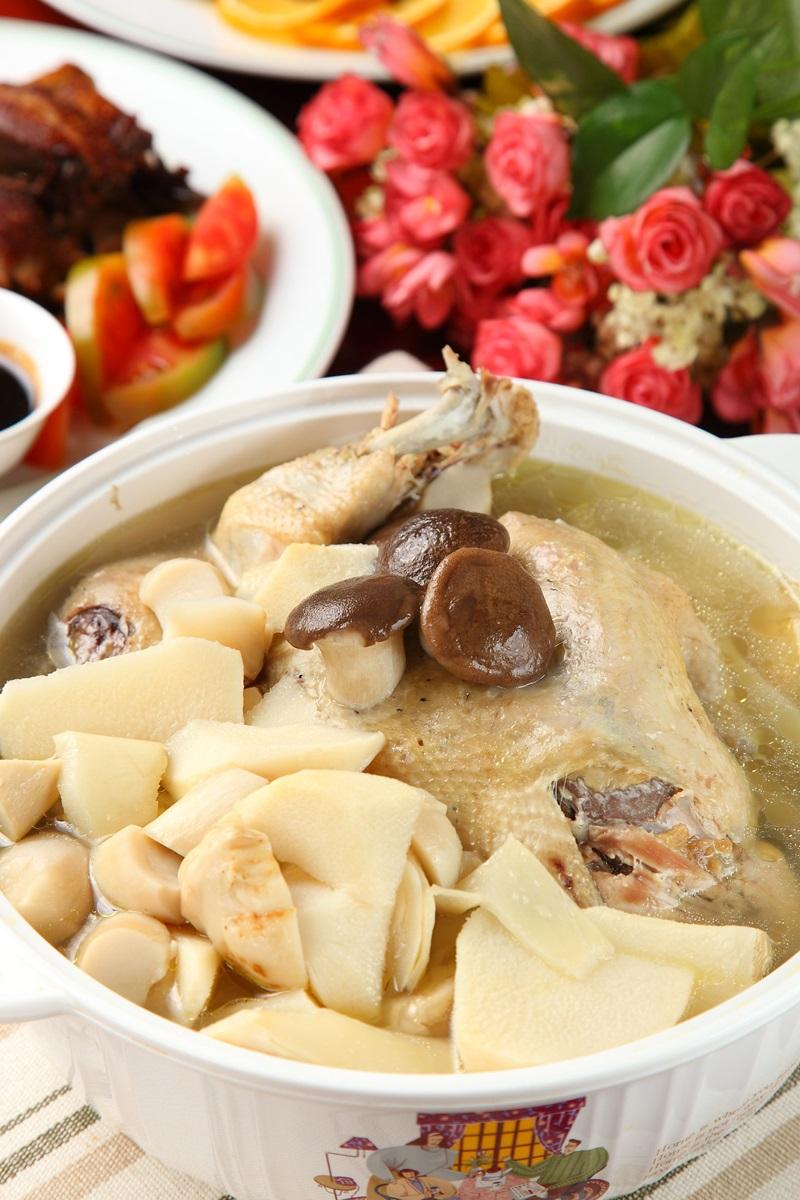 鮮筍杏鮑菇雞湯