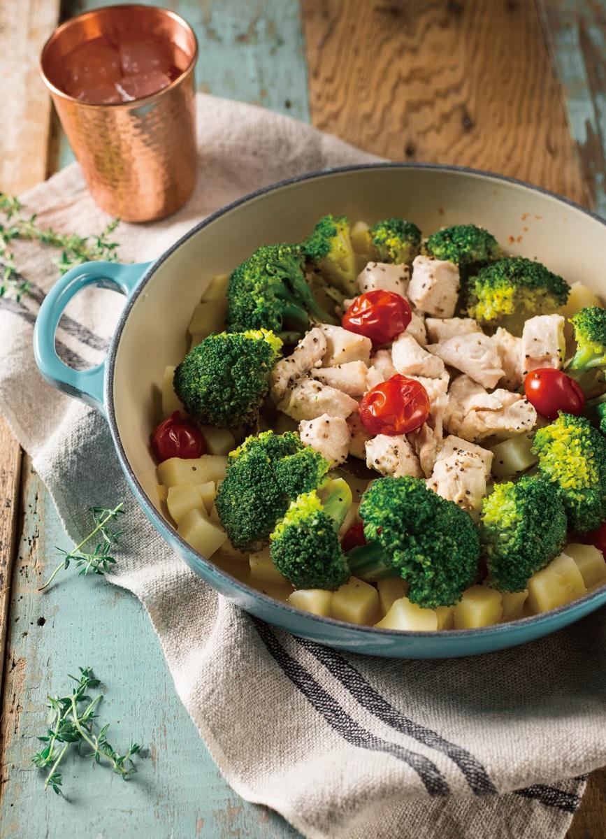 鑄鐵鍋料理 | 雞肉馬鈴薯蒸野菜