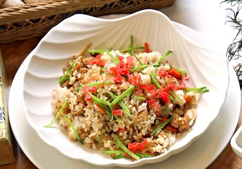 時蔬香菇雞肉拌飯