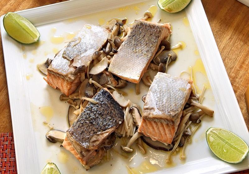 燒烤挪威鮭魚襯百菇