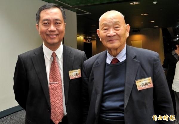 法學名家張劍寒(右),疑失足落水溺斃。(擷取自台大政治系網站)