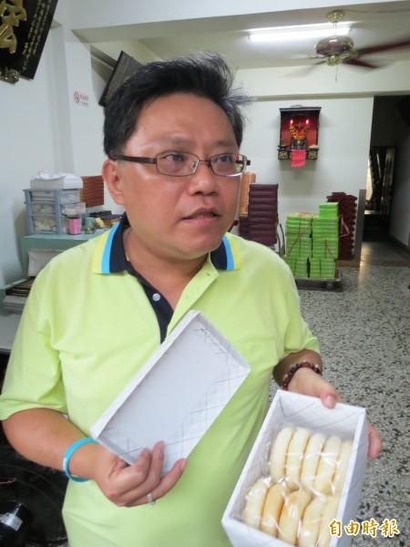 太陽堂食品總經理雷明憲表示,只有白色紙盒裝的傳統太陽餅用到全統香豬油,接受消費者退貨。(記者張菁雅攝)