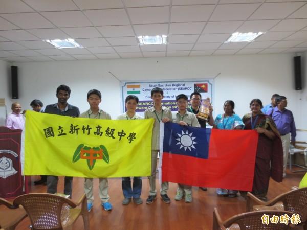 竹中學生前往印度勇奪世界軟體競賽冠軍。(竹中提供)