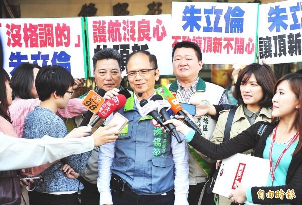民進黨新北市長候選人游錫堃(中)緊咬頂新新燕案,重申「要公義、要撤回」立場。(記者陳韋宗攝)