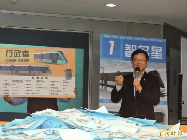 副市長高宗正介紹行武者號的特色。(記者賴筱桐攝)