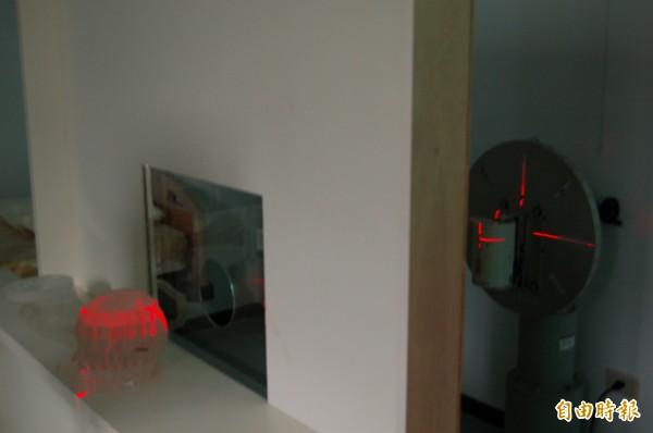 清華大學原科中心有一池原子反應爐的設備,可進行硼中子捕獲治療的癌症放射治療,目前清大與榮總和馬偕等多家醫院已有超過17例的成功案例。(記者洪美秀攝)