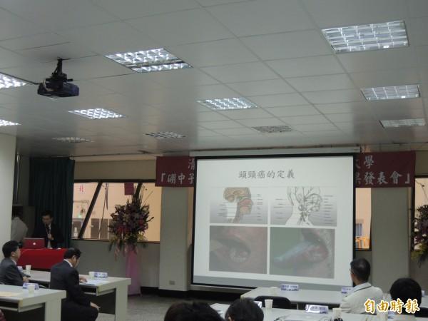 清華大學原科中心有一池原子反應爐的設備,可進行硼中子捕獲治療的癌症放射治療,清大與榮總和馬偕等多家醫院發表成功治癒腦頸部癌症的案例。(記者洪美秀攝)