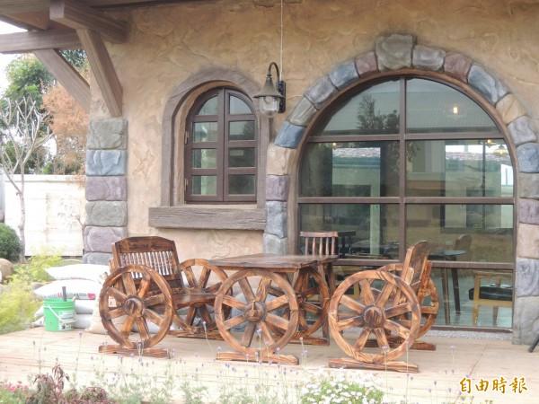 「熊大庄」充滿歐洲中古世紀的裝潢,還未營運就引發網友好奇,今天就到工廠拍照參觀。(記者王善嬿攝)
