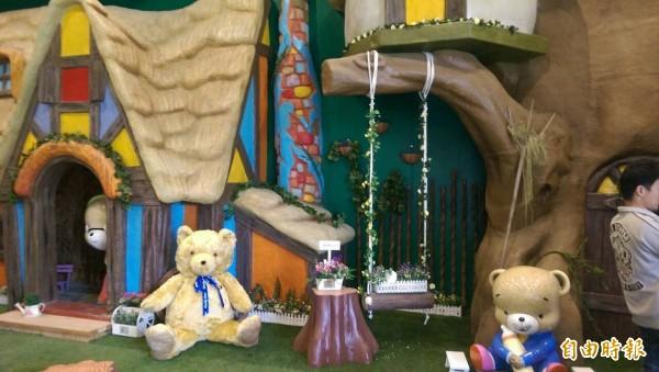 熊大庄內有各式可愛熊擺設(記者王善嬿攝)