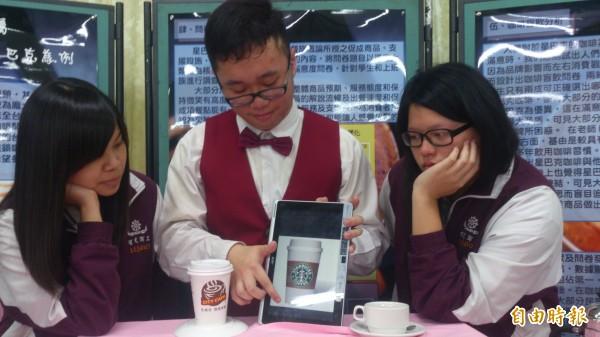 智光商職觀光科三位學生對高低價位咖啡的研究結果十分有趣。(記者翁聿煌攝)