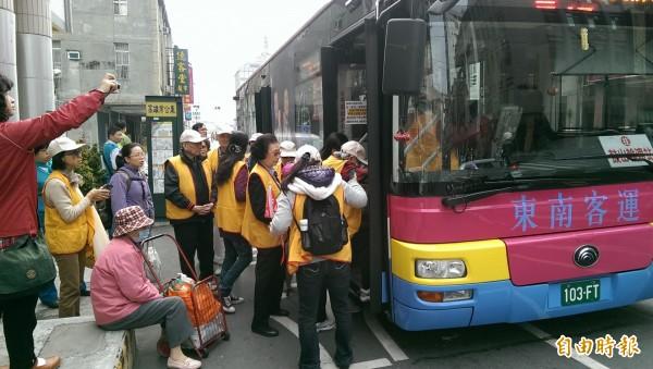 高雄市共有31線公車,明天起改採二段收費。(記者葛祐豪攝)