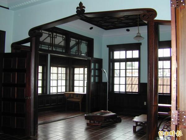 姜阿新洋樓的用材與作工都相當考究,代表當時的居家風尚。(記者廖雪茹攝)
