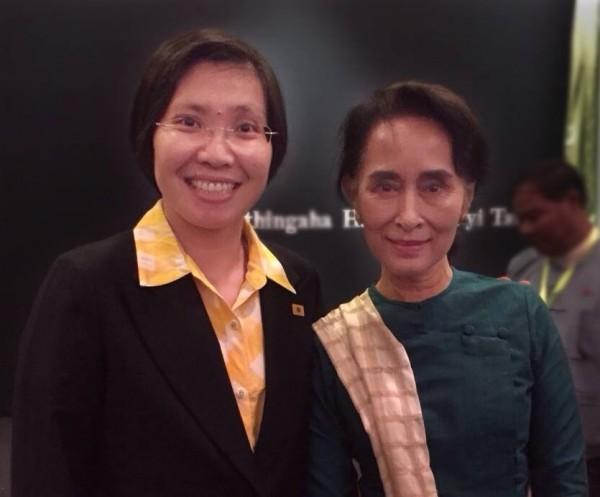 民國黨今在臉書貼文,主席徐欣瑩昨與諾貝爾和平獎得主翁山蘇姬會面,互相交流從政理念,並提前祝賀她70歲壽誕。(圖擷取民國黨臉書)
