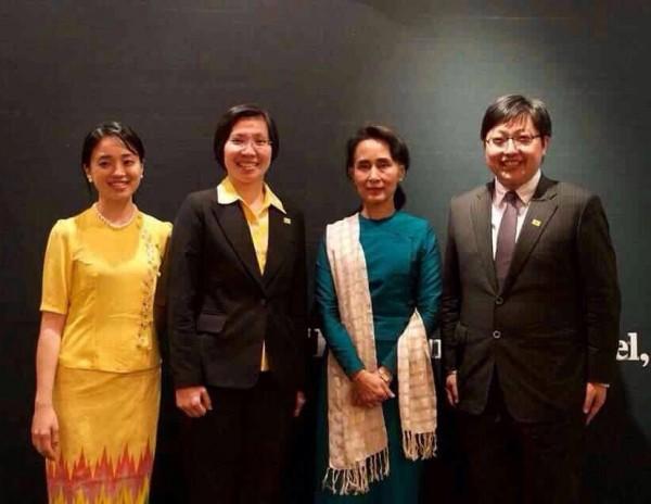 民國黨今在臉書貼文,主席徐欣瑩(左二)昨與諾貝爾和平獎得主翁山蘇姬(右二)會面,互相交流從政理念,並提前祝賀她70歲壽誕。(圖擷取民國黨臉書)