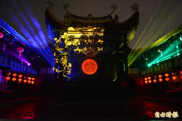 霧峰林家宮保第園區的大花廳戲臺,是蔡依林MV的拍攝場景,在3D投影技術襯托下,展現不一樣的風貌。(記者陳建志攝)