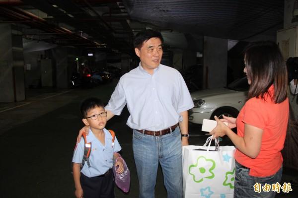 郝龍斌表示,台北市長任內償還200多億元債務,以及700億元健保費。(記者林欣漢攝)