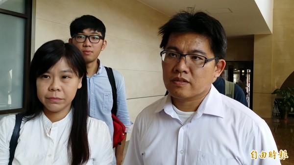 辯護律師邱顯智(右)與柯劭臻均認為,呂學樟已無聲請再議的合法理由。(記者蔡彰盛攝)