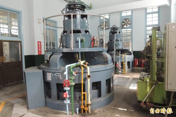東興水利發電廠設備保存良好。(記者張存薇攝)