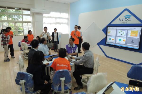 溫泉國小SMART School智慧教室啟用。(記者張存薇攝)