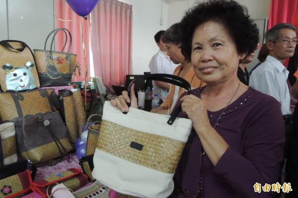 62歲的李敏惠接到第一筆大訂單,找到事業第2春。(記者劉婉君攝)