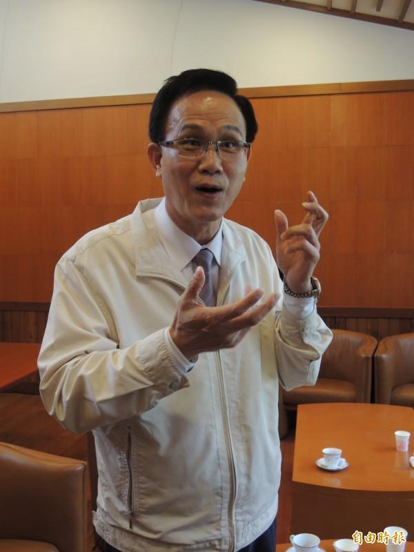 陳福山今天上午出面喊冤說,打電話給警察是關心,絕非關說。(記者江志雄攝)