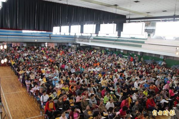 現場預估來了850人,是目前舉辦20場裡人數最多的一場。(記者鍾泓良攝)