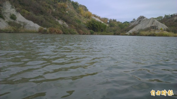 龍崎區牛埔農塘的牛埔湖。(記者蔡文居攝)