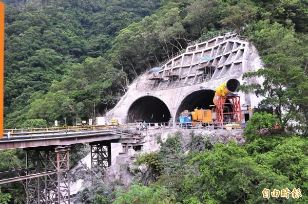 南迴公路改善拓寬隧道工程。(記者蔡宗憲攝)