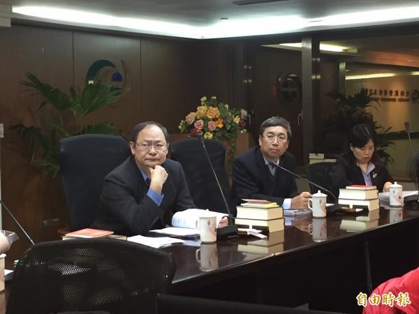 金管會宣布開放中國自然人買台股,預計明年一月底上路。圖中為證期局長吳裕群。(記者王孟倫攝)