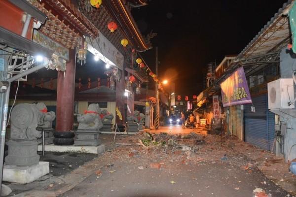 百年旗山天后宮廟宇裝飾震碎、掉落。(照片由湄州里長陳彥任提供)