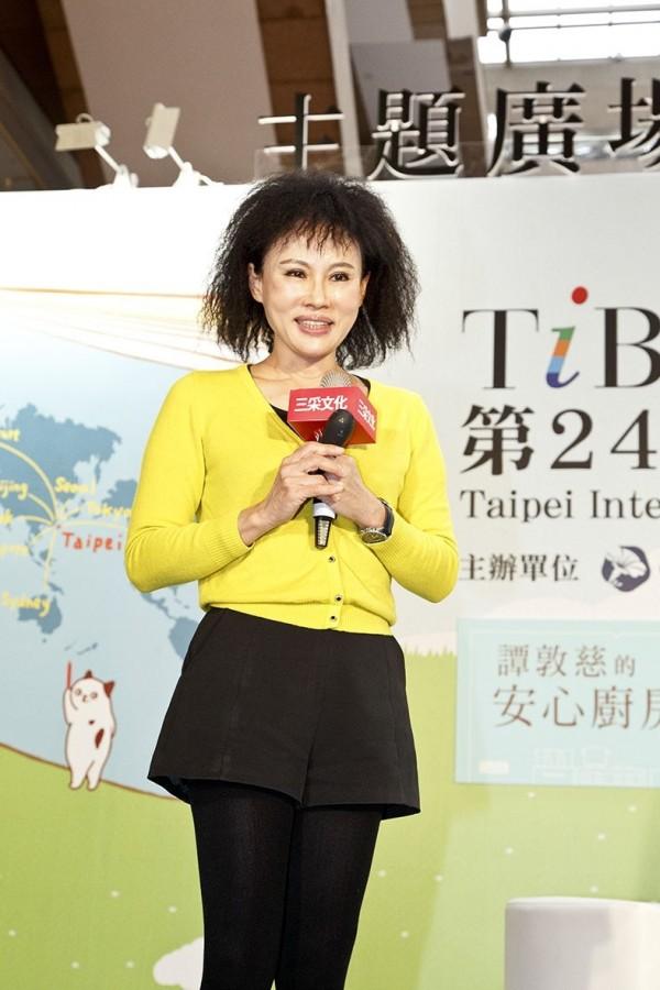 林口長庚臨床毒物科護理師譚敦慈出席2016台北國際書展,分享如何健康料理的生活智慧。(圖片由三采文化提供)