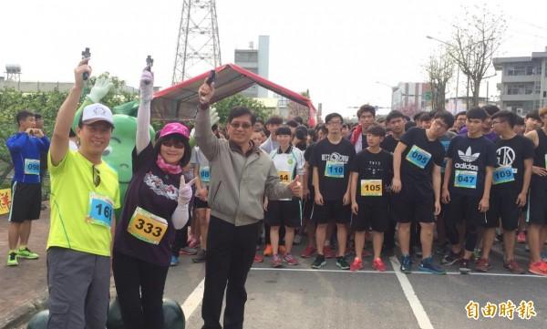 曾文家商柚花飄香成年禮路跑活動,有520位師生參加。(記者楊金城攝)