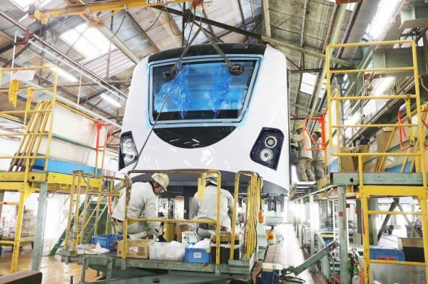 捷運綠線組裝中的實體車輛首度曝光,年底可跟民眾見面喔。(圖由交通局提供)