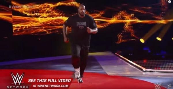 「俠克」歐尼爾再度登上WWE擂台,成功引爆話題。(圖擷自WWE)