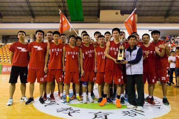 彰化高中籃球隊拿下全國高中乙級籃球聯賽冠軍。 (圖由彰化高中提供)