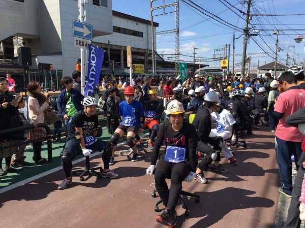 台南正興幫隊伍參加今年日本辦公椅拉力賽時的盛況。(圖:正興幫提供)