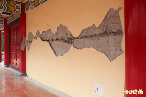 美濃大地震震傷旗山孔廟,修復工程預計八月上旬完工。(記者陳祐誠攝)