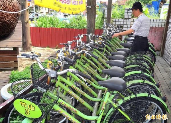南投縣竹山公所規劃26個景點,免費出借腳踏車,讓到訪遊客體會小鎮風情。(記者謝介裕攝)