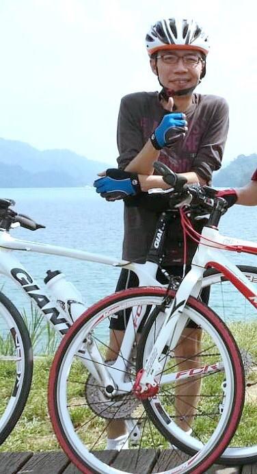 桃園市警察局龍潭分局交通組警務員張家瑋,勤餘喜歡跟友人騎車趴趴走。(取材臉書)